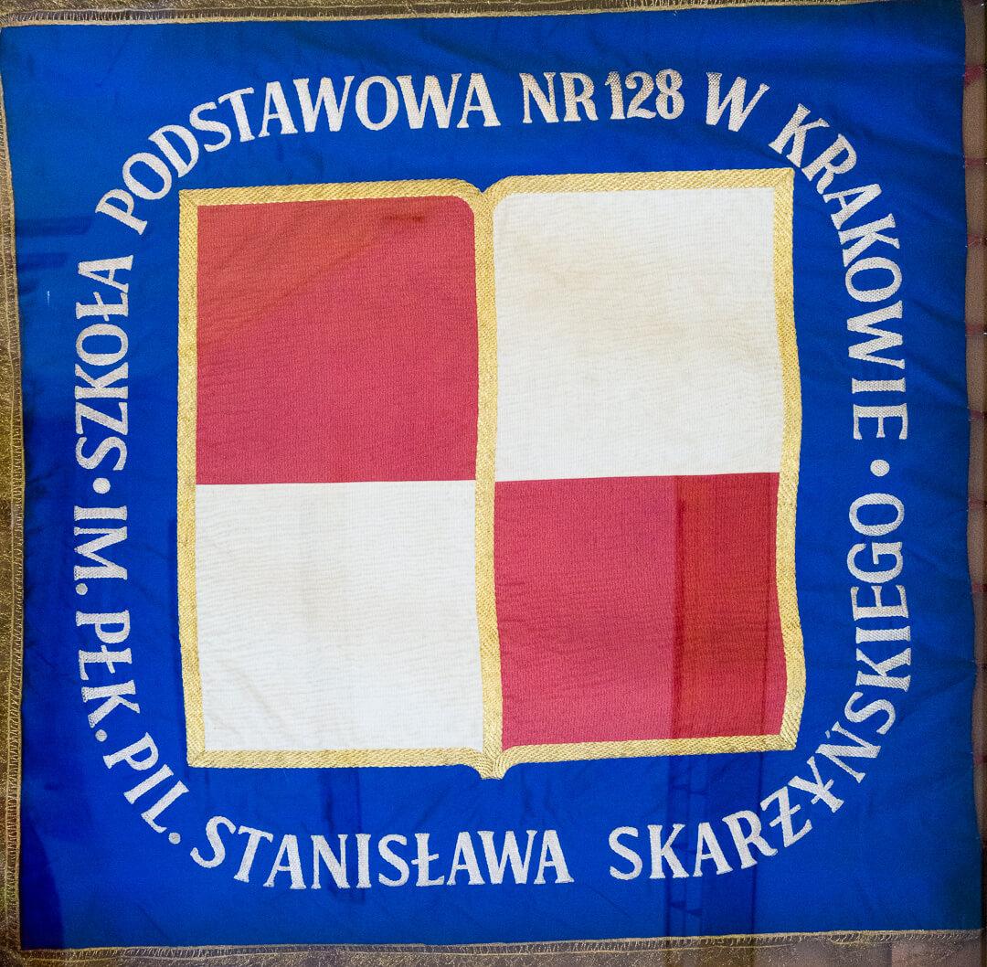 Sztandar Szkoły Podstawowej nr 128 wKrakowie